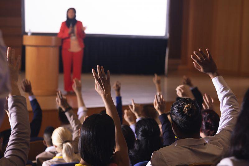 Jak zacząć dobrze wystąpienia publiczne